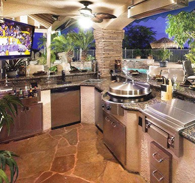 Beautiful Outdoor Kitchen With Systematic Arrangement
